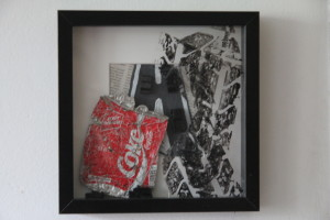 Kerstin Carolin Beyer, Collage, mixed technique, coke cans, arte en caja, latas, Strandgut