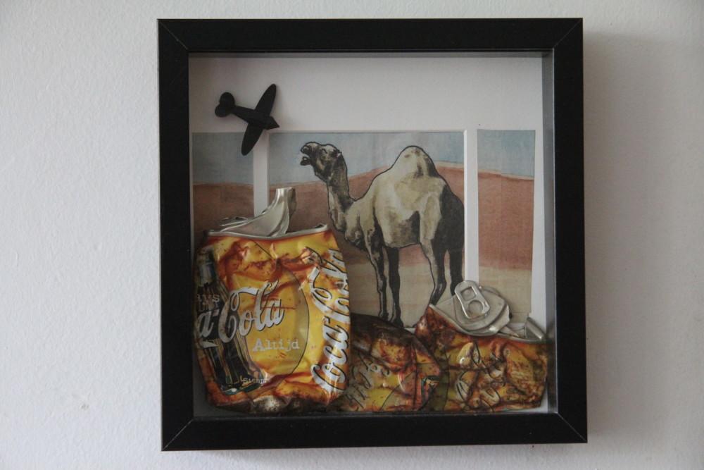 Kerstin Carolin Beyer, Collage, mixed technique, coke cans, arte en caja, latas, Strandgut